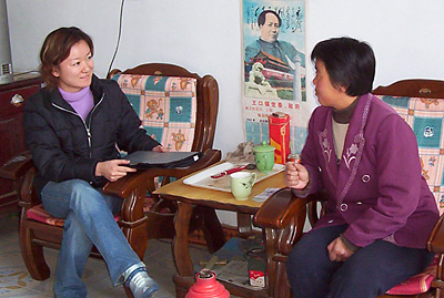 Shenghui Wang, an economist with the Shenghui Wang interviews a Chinese cotton farmer