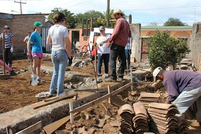Wonderful Students Build House. U2039u203a