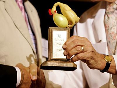 Sword Swallower Dan Meyer receives the 2007 Ig Nobel Prize in Medicine