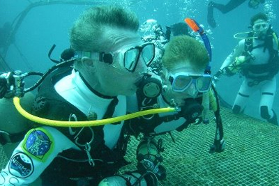 aquanauts diving around the Aquarius habitat