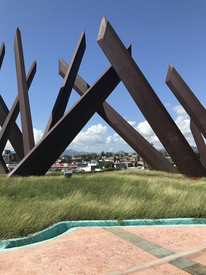 Cuba statue