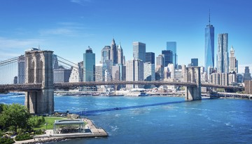 Manhattan skyline view with Brooklyn Bridge