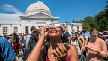 Students check out the 2017 solar eclipse at Fuertes Observatory.