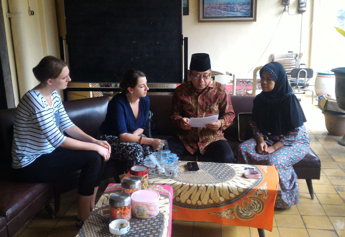 Students meet with Indonesians