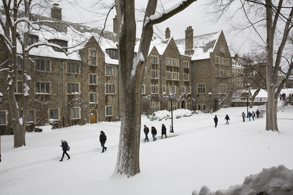 Students outside Balch Hall