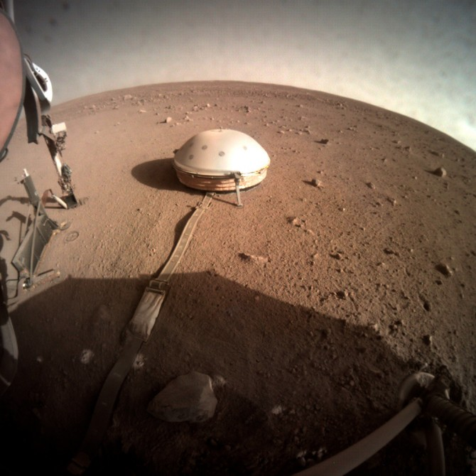 domed wind and thermal shield on Mars