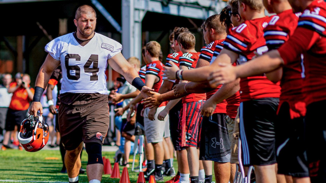 JC Tretter at Cleveland Browns camp