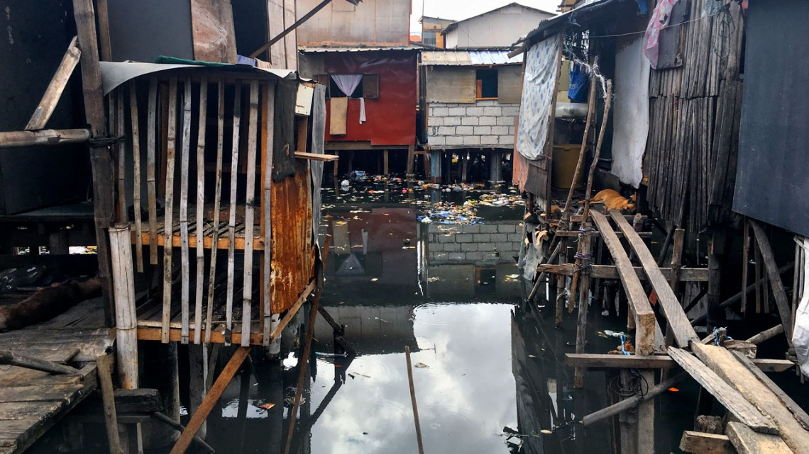 Philippines homes in flooding area
