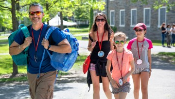 A family arrives on campus for Reunion weekend.